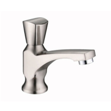 Single kitchen pull out surface mounted water faucet