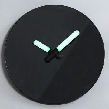 Reloj de pared espejo negro wigh manos luminosas