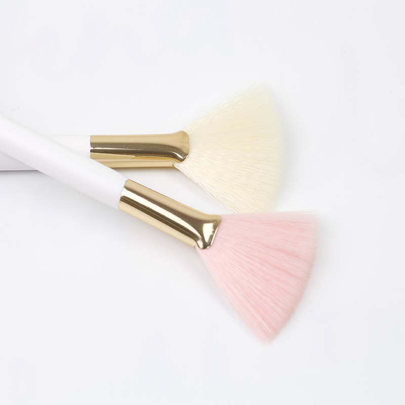 Beautiful Fan Brush for Woman