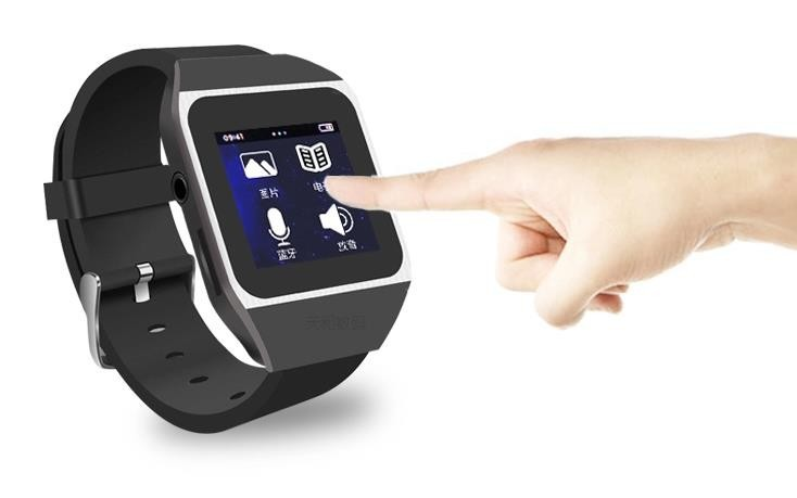 Touch Screen Portable MP3 Player 8GB Bluetooth Running Sports Music Player with FM Radio, can listen to music smart watch