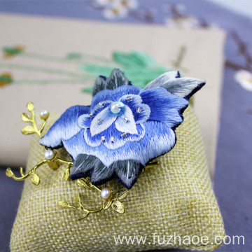 Chinese hand-embroidered butterfly-shaped brooch gift