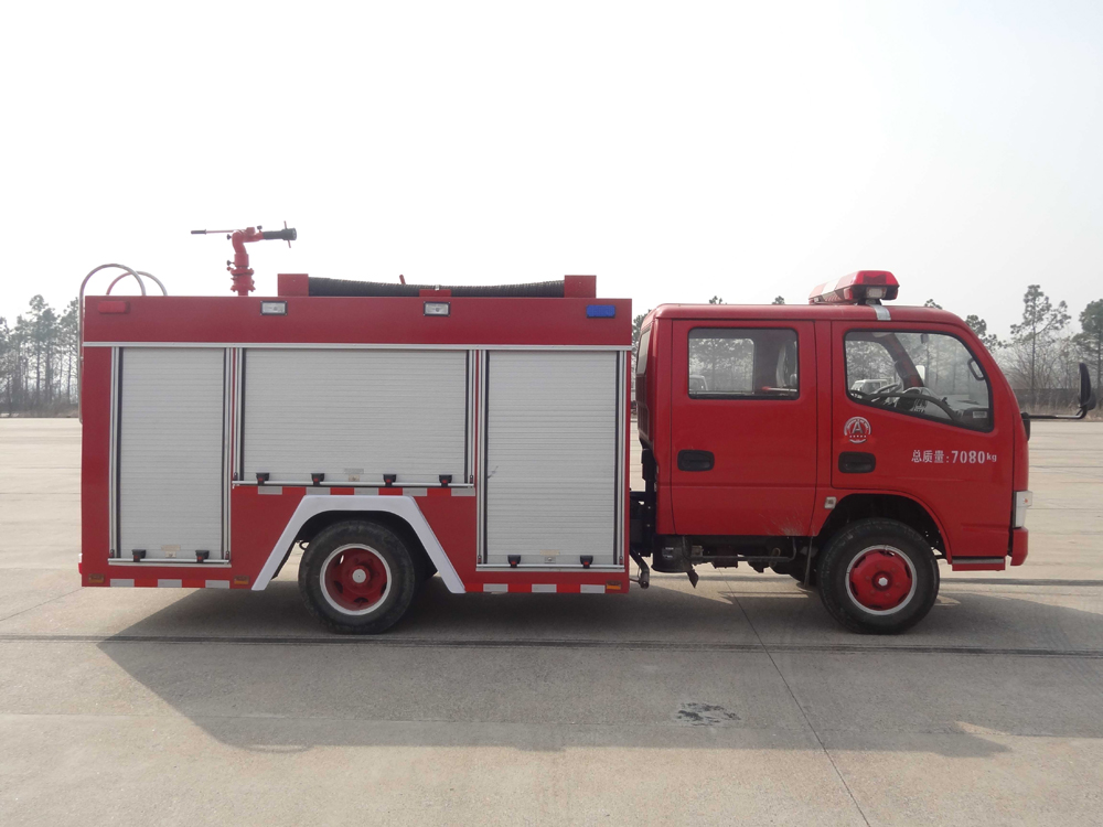 china new 3000l fire truck 4