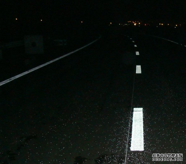 reflective_road_marking