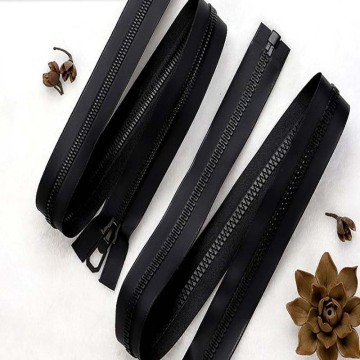 Top quality black plastic zipper for luggage