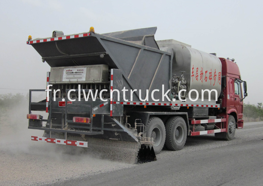 Synchronous gravel sealing vehicle 6