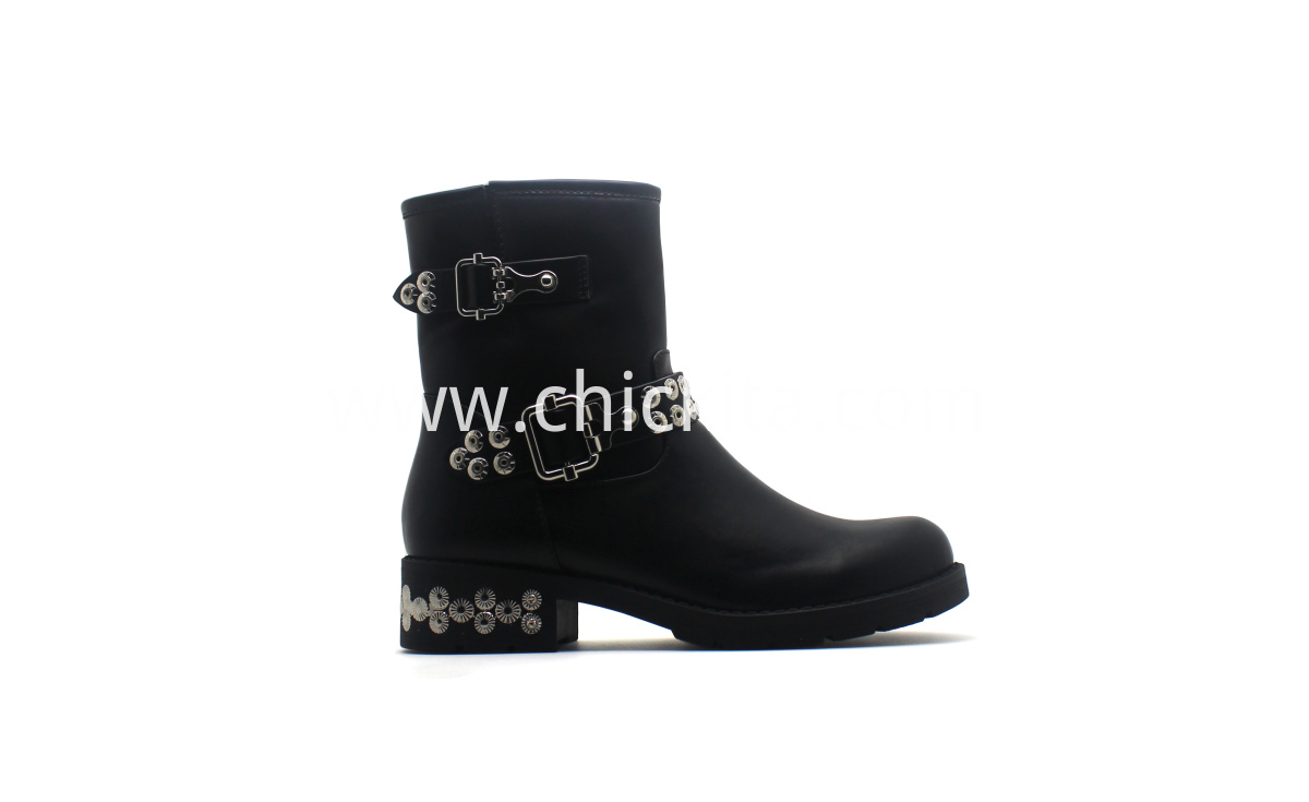 Fashion Flat Martin Ladies Boots With Rivet decoration