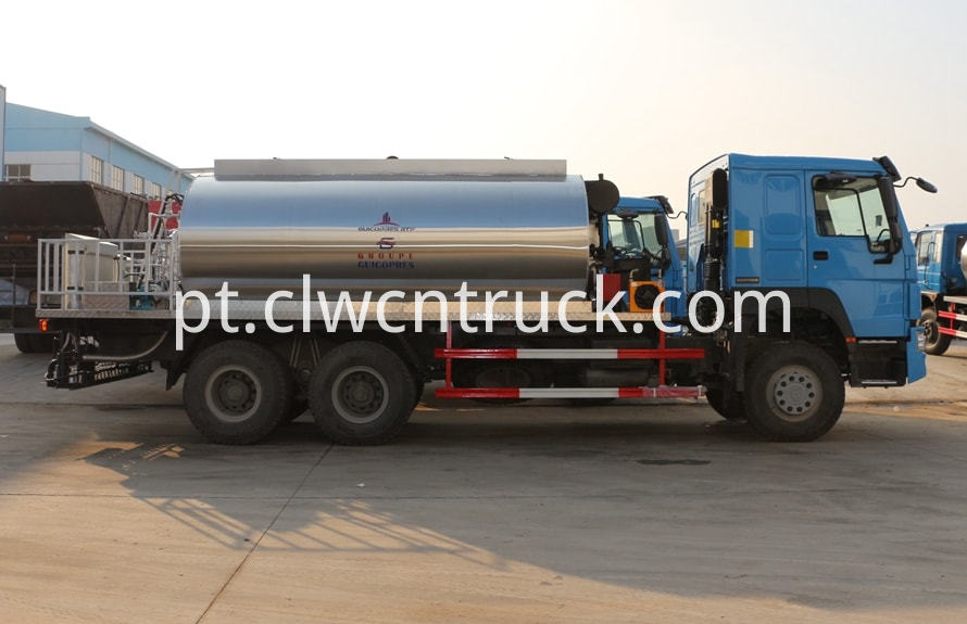 bitumen emulsion spraying truck 1