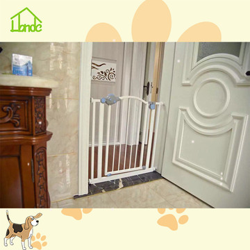 Child safety retractable baby gate