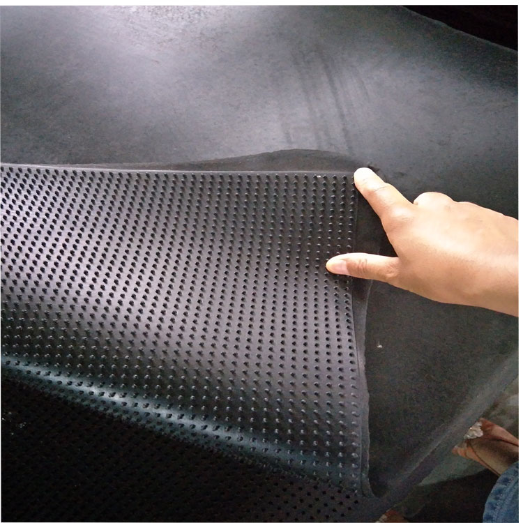 Floor mat of rubber