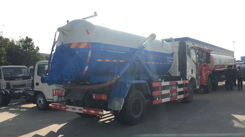 sludge suction truck 2