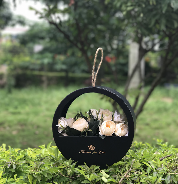 Portable round flower box
