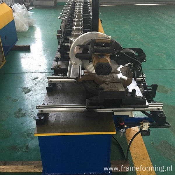 Steel roll shutter door forming machine