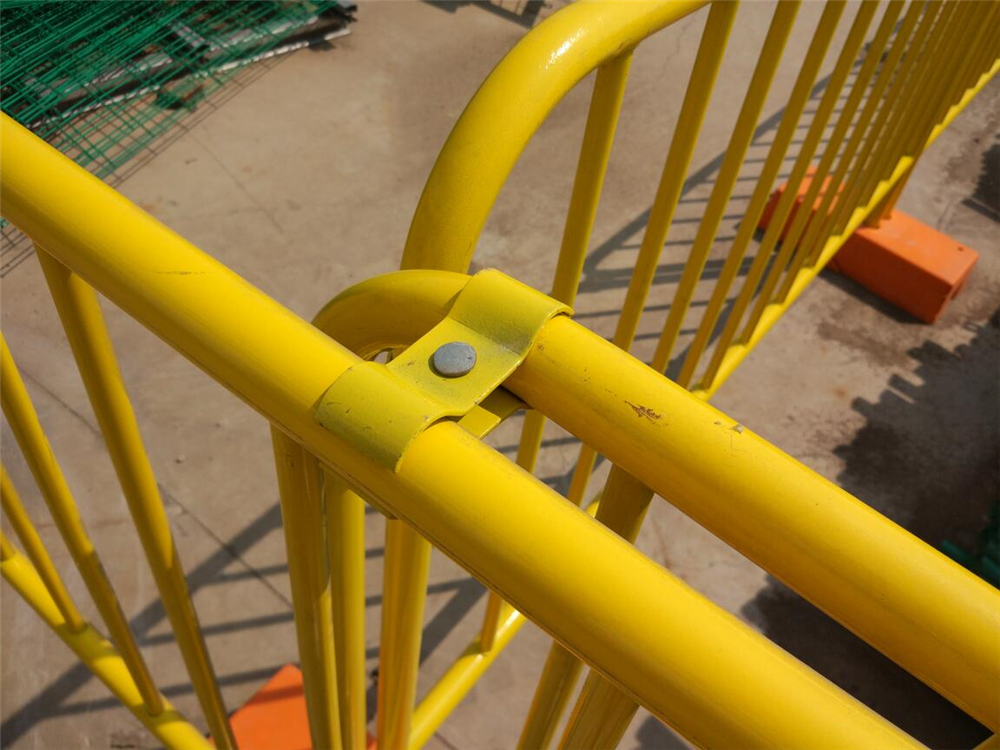 crowd control barrier clamp