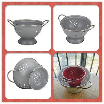 Wholesale Home White Round Enamel Vegetable Strainer