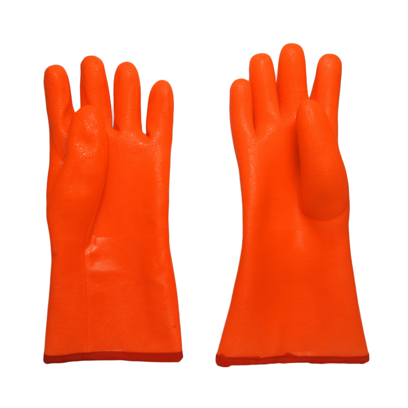 Triple dipped pvc gloves with insulated linning