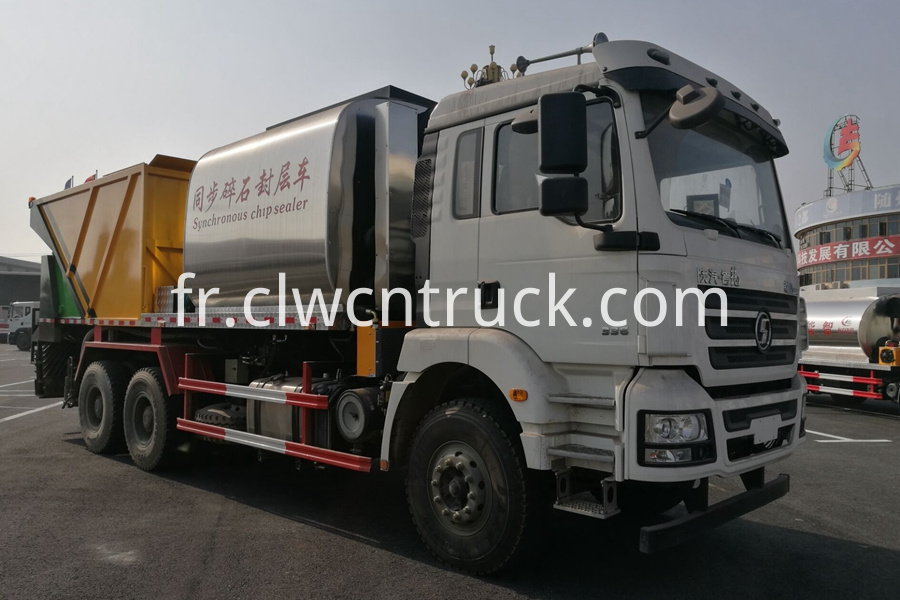 Synchronous Chip Sealing Truck