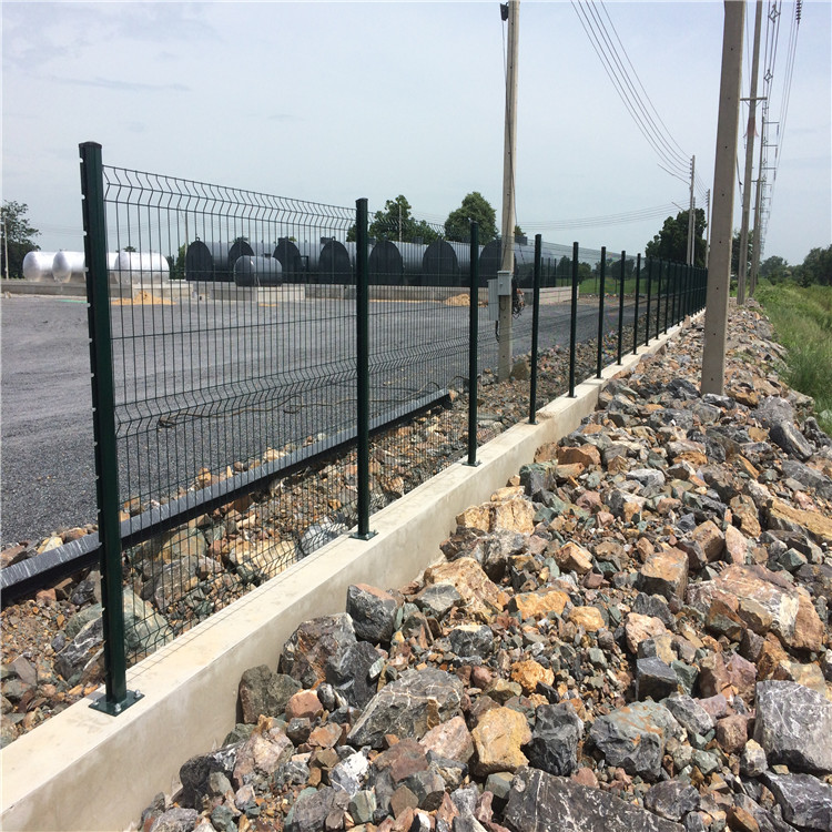 galvanized or pvc coated welded wire mesh fence