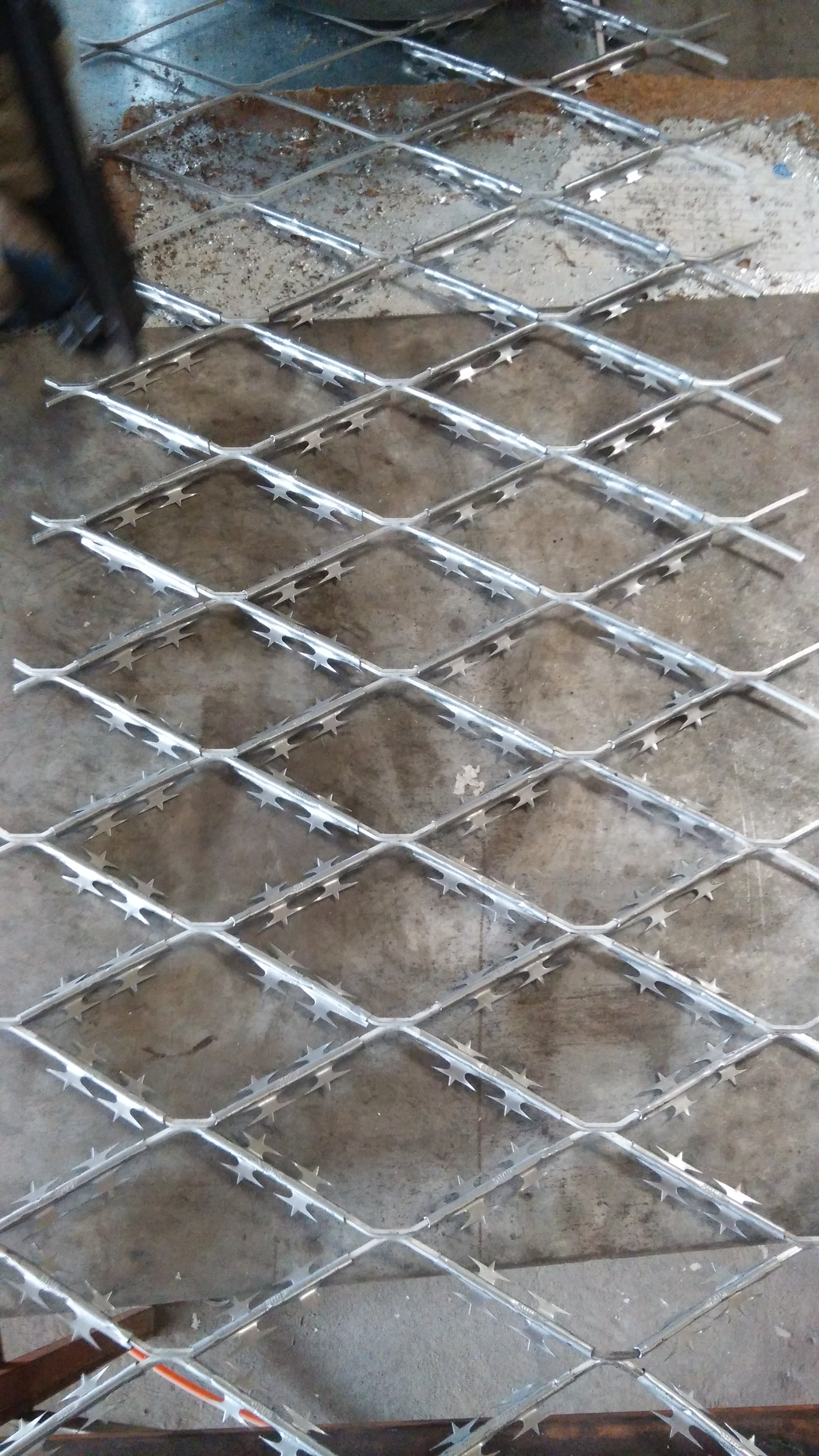 Barbed Expanded Metal Mesh