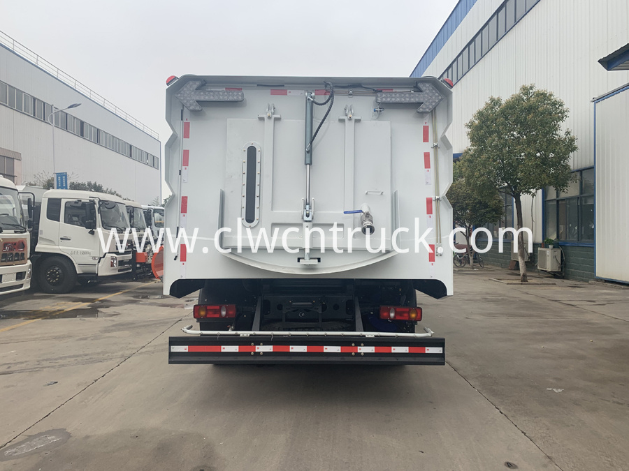 street sweeper cleaning truck 5