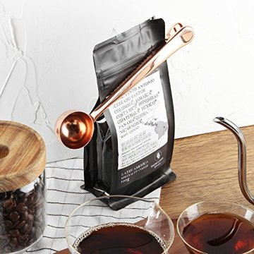 Coffee Measuring Scoop with Integrated Bag Clip