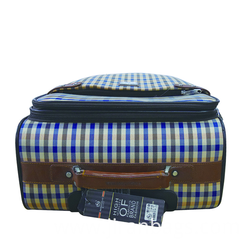 Expandable capacity suitcase