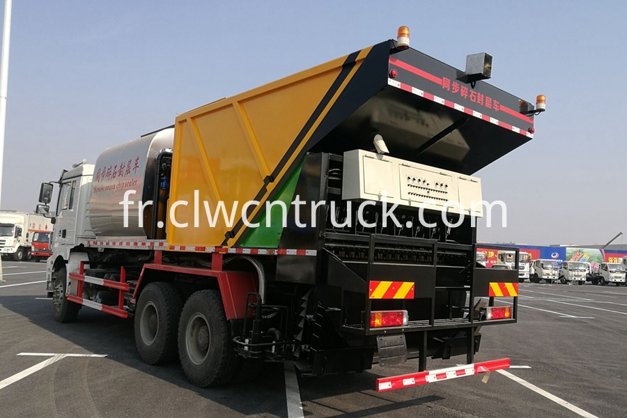 Synchronous Chip Sealing Truck 2