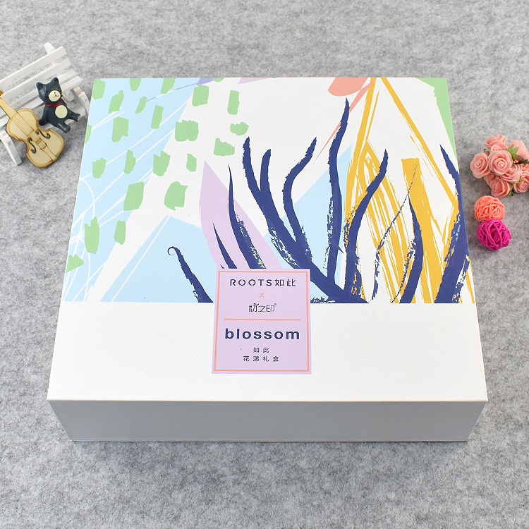Custom boxes for cosmetic skincare products