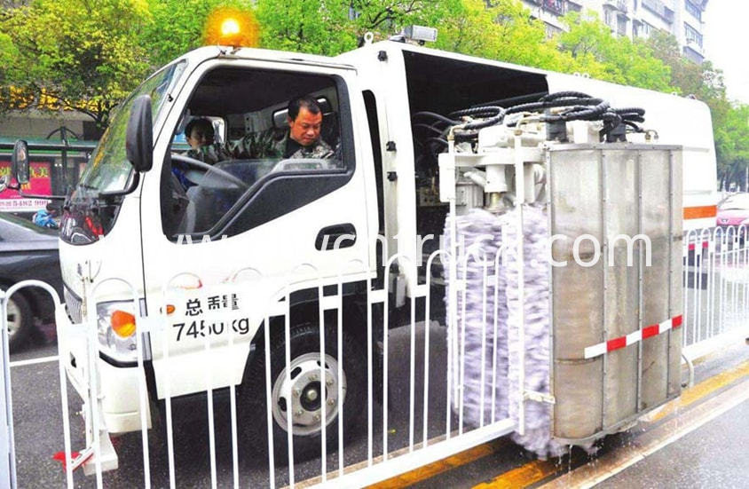 road guardrail cleaning truck 7