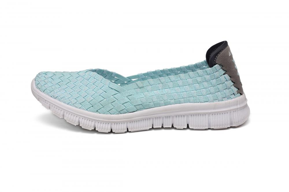 Slightly Curved Head Woven Shoes