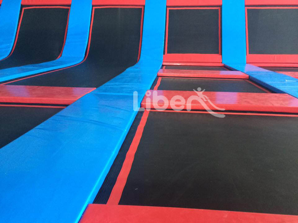 Free jump area of indoor children trampoline