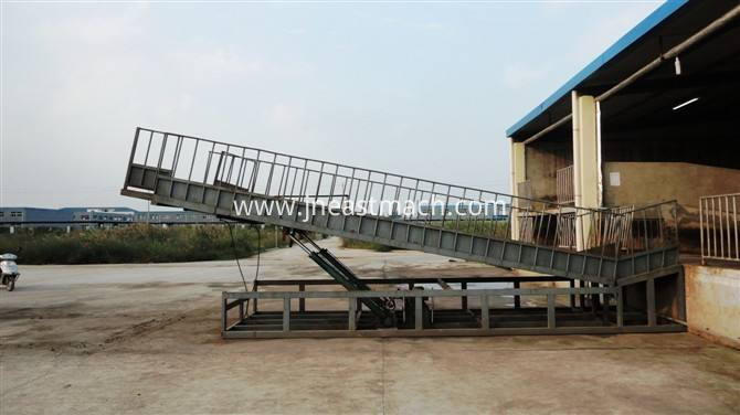Adjustable Height Hydraulic Cattle Loading Ramp