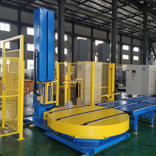 Automatic pallet wrapping system with rotating turntable