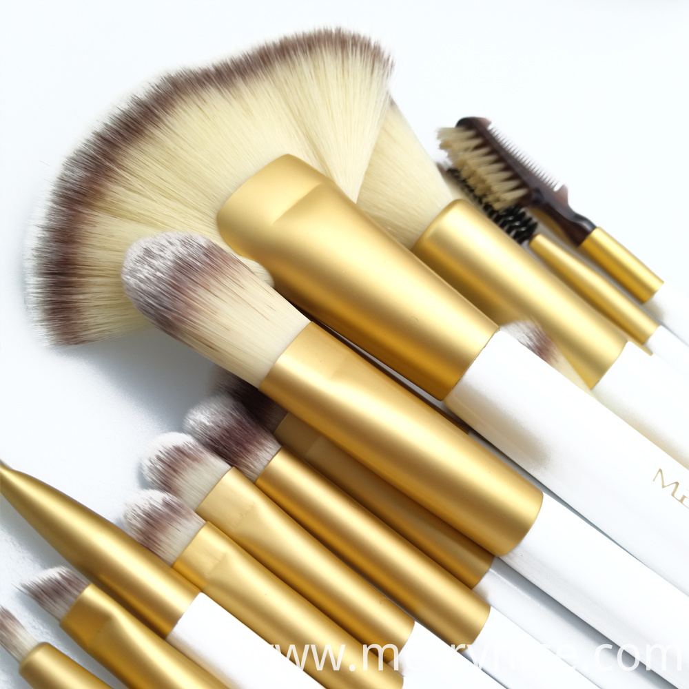 Face Bruses and Eye Brushes