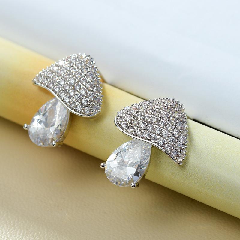 Hot Copper Cubic Zirconia Exquisite White Mushroom Stud Earrings Women Fashion Cute for Girls Simple Elegant Woman Earrings