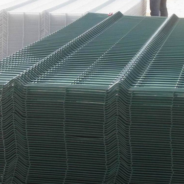 Outdoor welded wire mesh fence