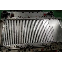 Auto air conditioning stamping die