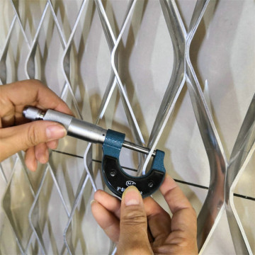 Aluminum decorative expanded metal mesh wall panels