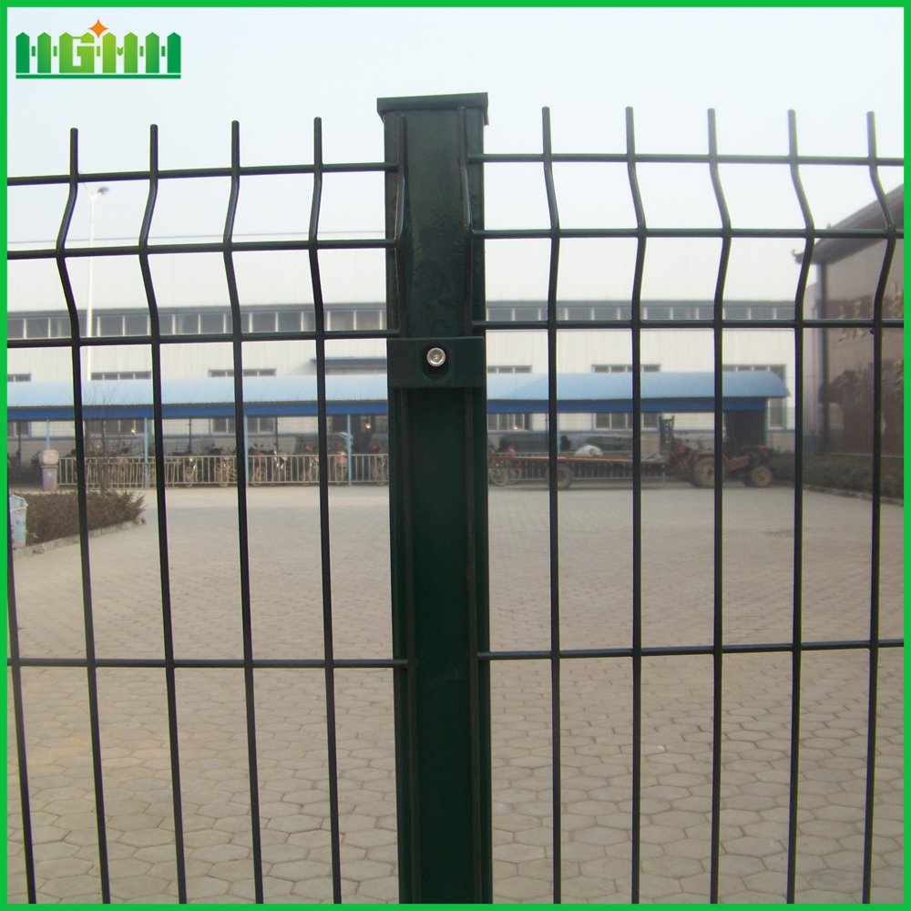 Green garden wire mesh fence with v folds
