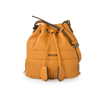 Leather bucket bag is super dirt-resistant