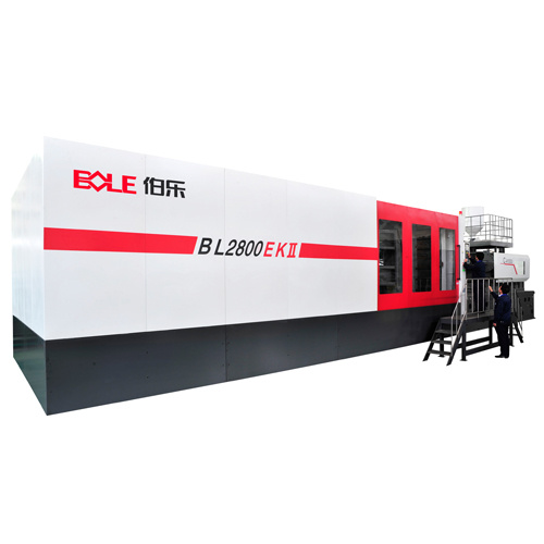Injection molding machine with robot arm