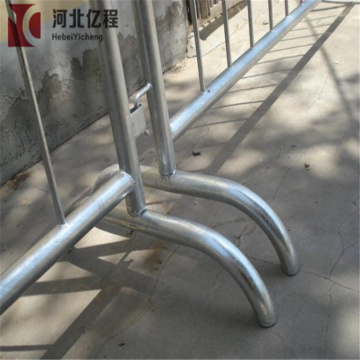Pedestrian traffic crowd control barrier