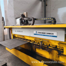 Wear resistant plate double head hardfacing equipment