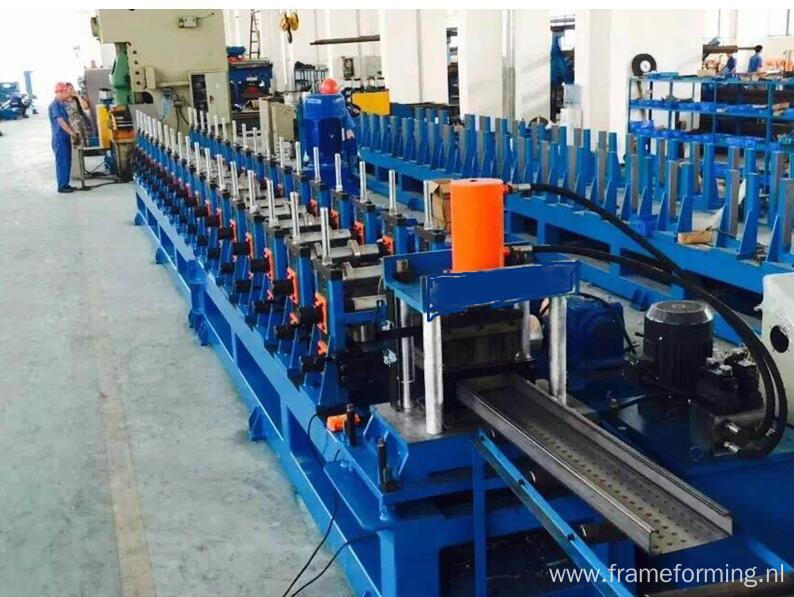 Scaffold catwalk panel/scaffold decking roll forming machine