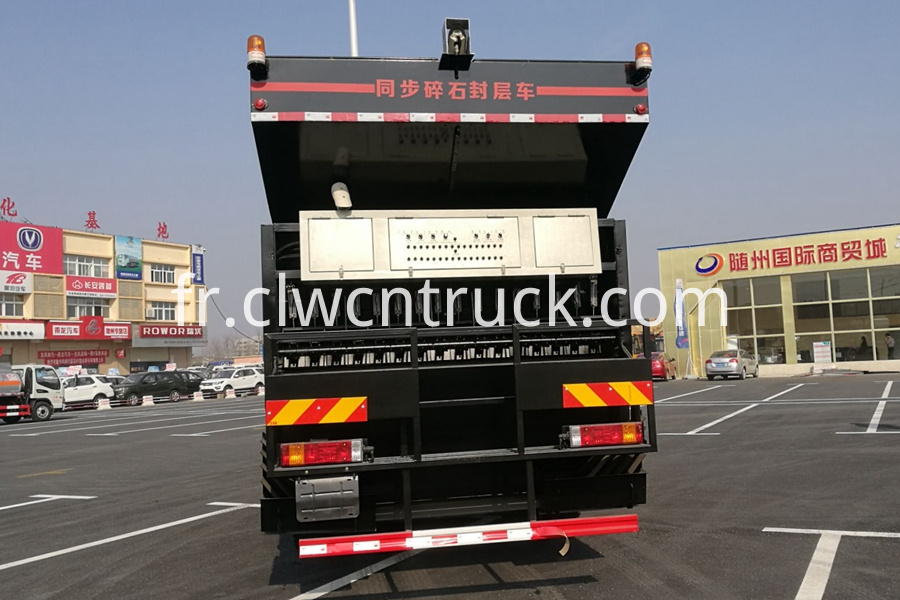 Synchronous Chip Sealing Truck 3
