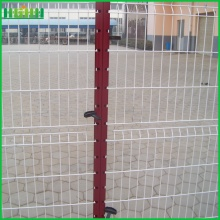 Welded triangle bending fence