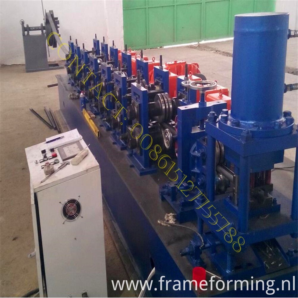 bolts rolling forming machine (10)