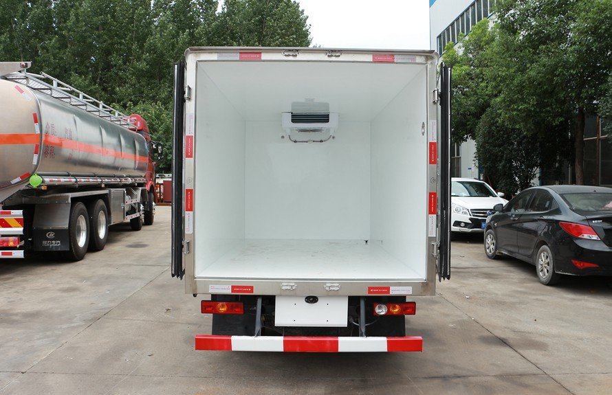 refrigerated small trucks 5