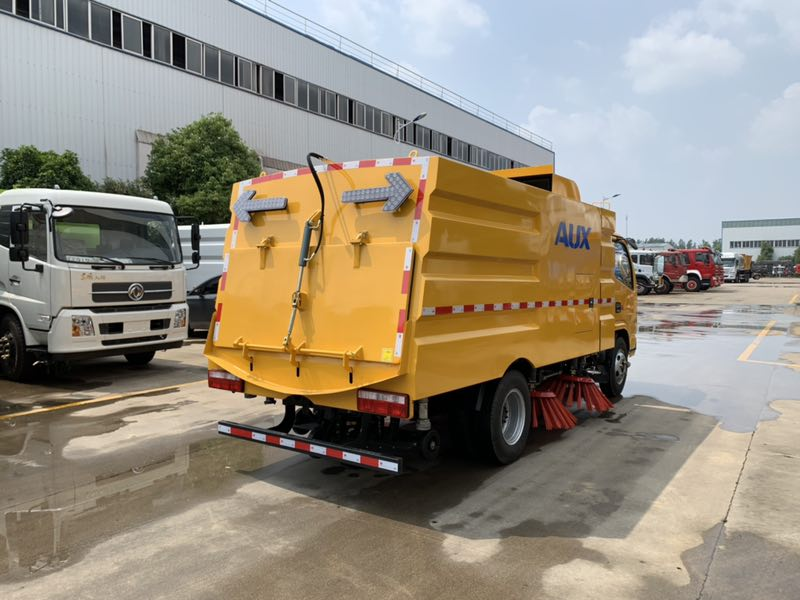 parking lot cleaning truck 4