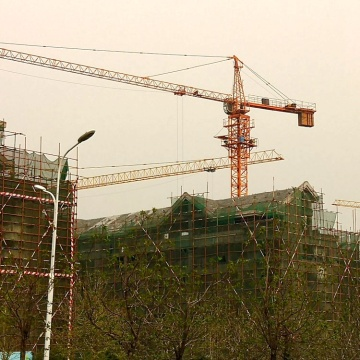 The QTZ63-5013-5T tower crane with advanced equipment