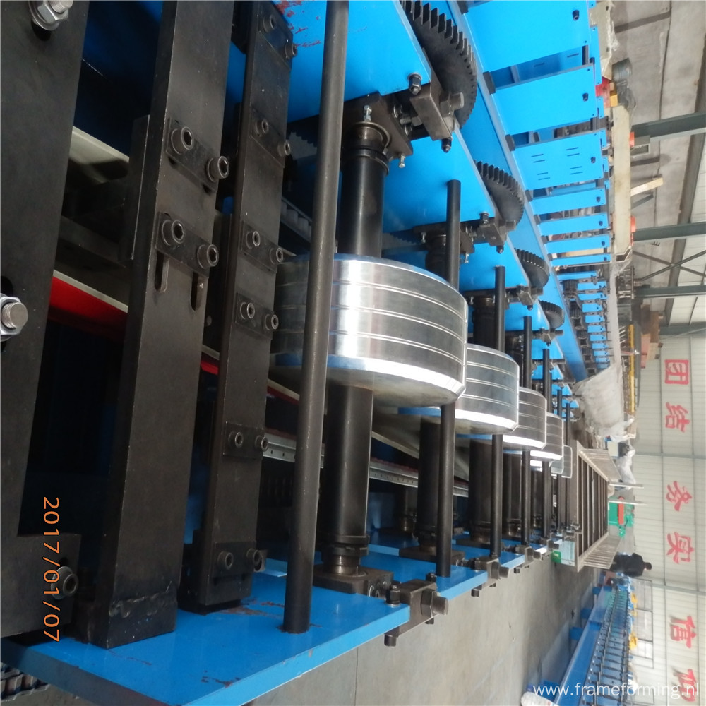 Metal water downspout gutter roll forming machine